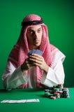 L'homme arabe jouant dans le casino Image libre de droits