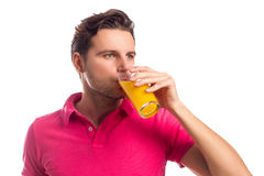 L'homme boit Juice Isolated On White Background Photographie stock