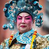 L'homme chinois défile au festival de nouvelle année de Chines image stock