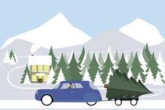 L'homme conduit dans une rétro voiture sur une route d'hiver Photographie stock libre de droits