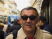 L'homme dépeignent avec le cigare Photo stock
