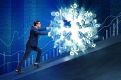 L'homme d'affaires éloignant des taux d'intérêt élevé Photographie stock