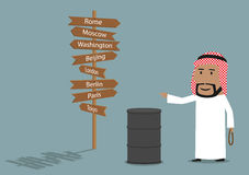 L'homme d'affaires Arabe vend l'huile Image stock