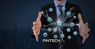 L'homme d'affaires avec la paume de mains ouverte et le Fintech avec de diverses icônes d'affaires connectent Image stock