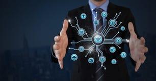 L'homme d'affaires avec la paume de mains ouverte et les diverses icônes d'affaires connectent Photos stock