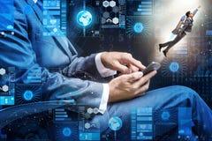 L'homme d'affaires avec le smartphone dans le concept de démarrage Photographie stock libre de droits