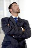 l'homme d'affaires croisé remet le potrait photos libres de droits
