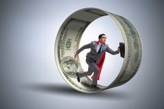 L'homme d'affaires dans la roue de hamster chassant des dollars Image stock
