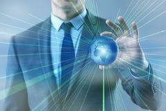 L'homme d'affaires dans le concept d'affaires globales de mondialisation Image stock