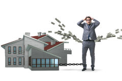 L'homme d'affaires dans le concept de financement de dette hypothécaire photos stock
