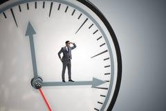 L'homme d'affaires dans le concept de gestion du temps photo libre de droits