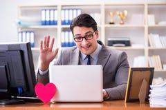 L'homme d'affaires dans le concept de valentine de saint dans le bureau Images libres de droits