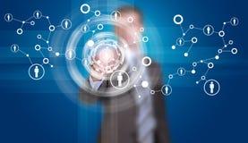 L'homme d'affaires dans le doigt de costume appuie sur le bouton virtuel Image stock
