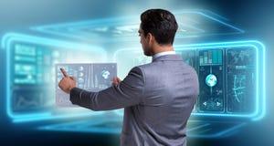 L'homme d'affaires dans le grand concept de gestion des données Image stock