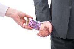 L'homme d'affaires dans un costume prend un paiement illicite Photographie stock libre de droits