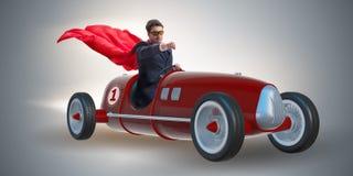 L'homme d'affaires de super héros conduisant le roadster de vintage image stock