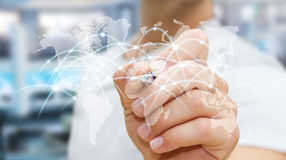 L'homme d'affaires dessinant le réseau global et les échanges de données '3D les déchirent Image stock