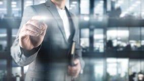 L'homme d'affaires dirige son doigt à vous homme d'affaires aux points d'une veste son doigt à la caméra image libre de droits