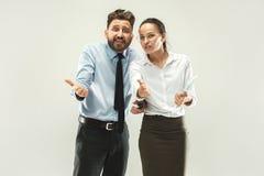 L'homme d'affaires et son collègue dans le bureau Images stock
