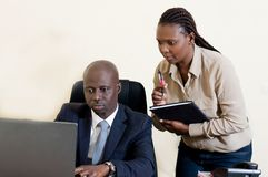 L'homme d'affaires et son secrétaire Images stock