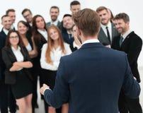 L'homme d'affaires fait un discours à son équipe de grande entreprise Photo libre de droits