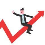L'homme d'affaires heureux dans le costume se reposant sur un graphique rouge s'élevant ascendant et les expositions manient mala Photographie stock libre de droits