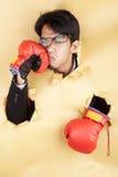 L'homme d'affaires a heurté son visage avec le gant de boxe Images stock