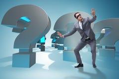 L'homme d'affaires les yeux bandés dans le concept incertainty Image stock