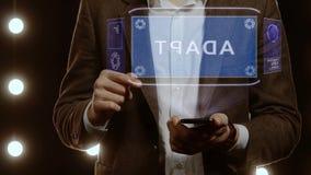 L'homme d'affaires montre que l'hologramme avec le texte s'adaptent clips vidéos