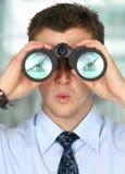 L'homme d'affaires observant ses finances d'affaires se développent Photographie stock libre de droits