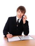 L'homme d'affaires parle sur les Doc.s de téléphone et de signe images libres de droits