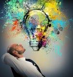 L'homme d'affaires pense à une nouvelle idée créative Photographie stock