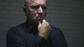 L'homme d'affaires préoccupé Image Thinking Looking a préoccupé image libre de droits
