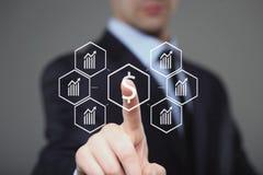 L'homme d'affaires presse le symbole dollar d'interface numérique image libre de droits