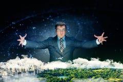 L'homme d'affaires puissant considère son plan d'action photos libres de droits