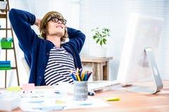 L'homme d'affaires réfléchi de hippie fait une pause Images stock