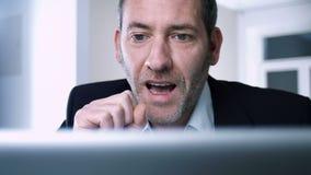 L'homme d'affaires réussi gagne encore banque de vidéos