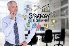 L'homme d'affaires regardant la stratégie et le développement textotent entouré par des icônes Photographie stock libre de droits