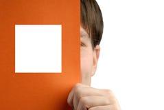 l'homme d'affaires retient la feuille de papier Photographie stock libre de droits