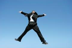 L'homme d'affaires sautant pour la réussite Image stock