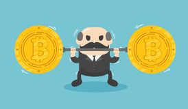 L'homme d'affaires soulève la pièce de monnaie très lourde Chute de bitcoin Photo libre de droits
