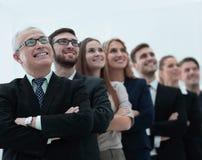 L'homme d'affaires supérieur et son équipe sont penser à l'avenir sûr Photo libre de droits