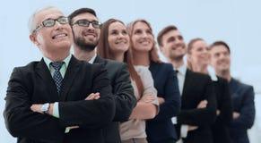 L'homme d'affaires supérieur et son équipe sont penser à l'avenir sûr Photos stock