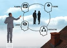 L'homme d'affaires sur l'échelle avec la planification et le placement diagram des graphiques Image stock