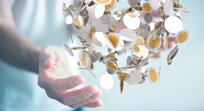 L'homme d'affaires tenant la devise de vol invente dans son renderi de la main 3D Photo stock