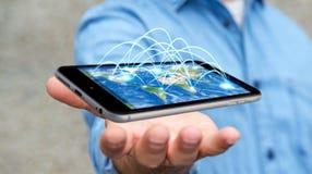 L'homme d'affaires tenant le téléphone portable avec la connexion internet 3D ren Photo stock