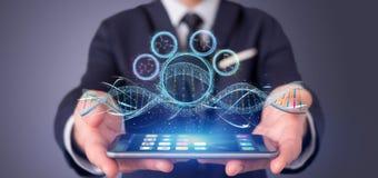 L'homme d'affaires tenant un 3d rendent l'ADN Images libres de droits