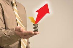 L'homme d'affaires tient le signe vide Image stock
