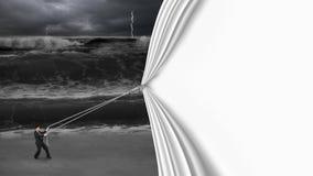 L'homme d'affaires tirant le rideau vide ouvert a couvert l'océan orageux foncé Images libres de droits