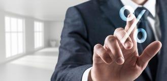 L'homme d'affaires touche l'icône de pour cent rendu 3d Images libres de droits